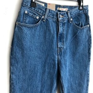 Levi's Jeans - NWT high waist Levi's mom jean 29